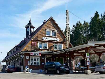 Bahnhofsgebäude Bärental: Denkmalgeschütztes Wohn- und Geschäftshaus