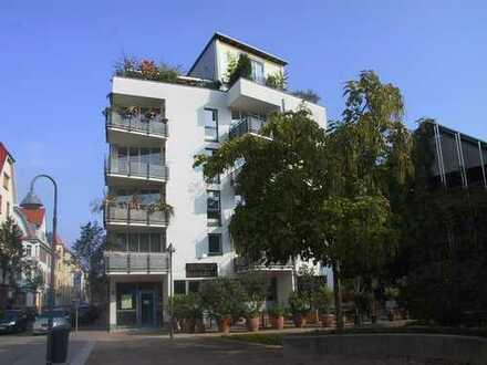 Zentral gelegene 2-ZKB-Balkon Eigentumswohnung mit Stellplatz in Tiefgarage