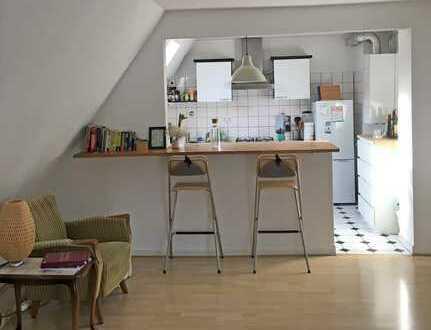 Ruhige sonnige Citywohnung mit offener Küche