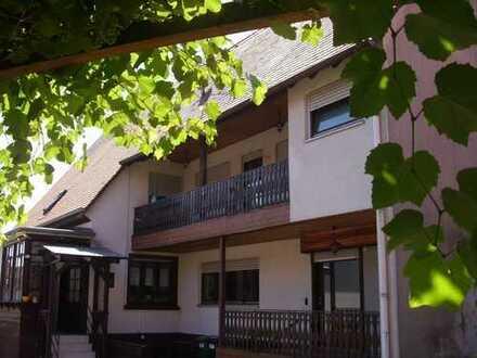 *Ohne Käuferprovision* Schönes Mehrfamilienhaus mit Ausbaureserve und Bauplatz in Stutensee
