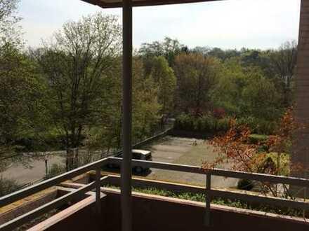 Helle 2 Zi.-Wohnung mit Balkon in ruhiger Lage, Stuttgart-Weilimdorf