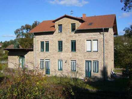 2 Häuser mit 6 Wohneinheiten. EG- Wohnung (96 qm) frei zur sofortigen Eigennutzung