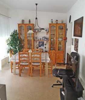 Schöne und freundliche 2,5 Zimmer-Wohnung, seniorengerecht und betreut!