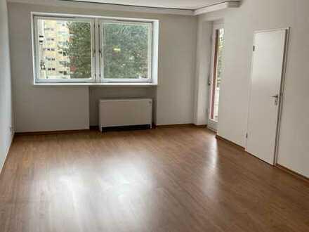 Neu renovierte 1 Zimmer SENIORENWOHNUNG mit Balkon ohne Keller