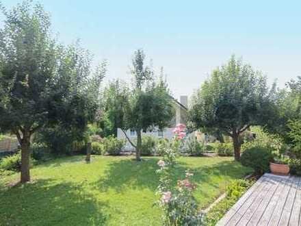 Ihr neues Zuhause im Grünen: Gepflegte Immobilie mit Balkon, Loggia, Terrasse und großem Garten