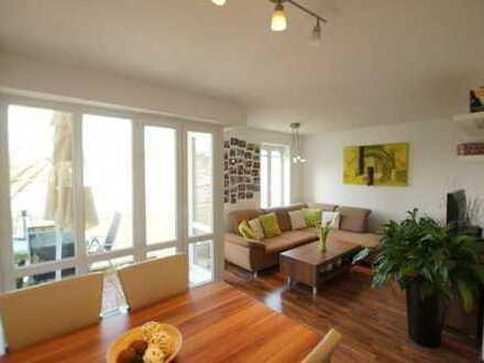 Moderne, helle und liebevolle möblierte 2-Zimmer Wohnung mit Balkon