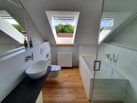 Stilvolle, vollständig renovierte 2-Zimmer-Dachgeschosswohnung mit Balkon