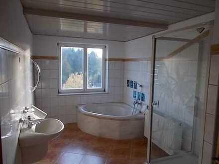 Falkenstein: mit Balkon u. Garten, frisch renoviert - die besondere Familienwohnung