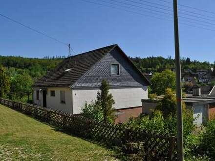 Solides Wohnhaus mit Einliegerwohnung. Kostengünstig Wohnen in sonniger Lage in Kredenbach!