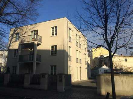 Stilvolle, geräumige und neuwertige 5-Zimmer-Wohnung mit Terrasse, Garten, EBK, Parkplatz in Potsdam