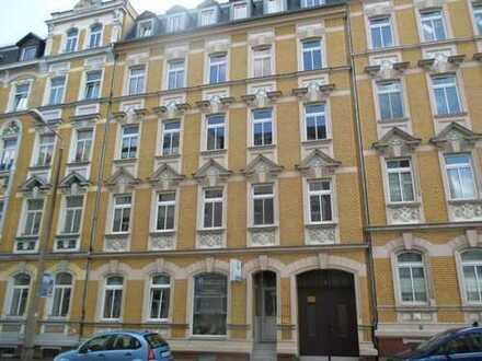 Sehr schöne 2 Zimmer Wohnung in perfekter Lage mit Balkon auch für Singles