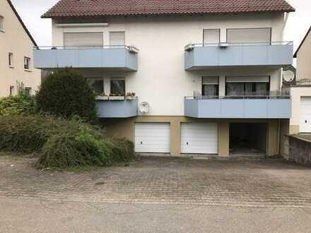 4,5 Zimmer Wohnung mit Parkettfußboden, 2 Kellern und 2 Garagen