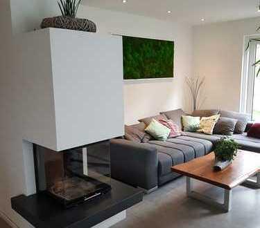 Neuwertiges Einfamilienhaus in Grenzbauweise mit Blick auf den Hohen Neuffen - von privat