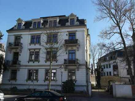 UNI-Klinik Nähe - sonnige 2-Zimmer-Maisonette-Wohnung mit Einbauküche und Balkon in Striesen
