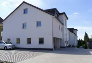 Neuwertige Dachgeschosswohnung mit drei Zimmern sowie Balkon und Einbauküche in Lengerich
