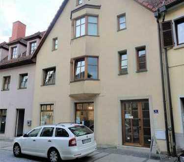 Großzügige, möblierte 2 1/2 Zimmer Wohnung mit Balkon, mitten in der Stadt