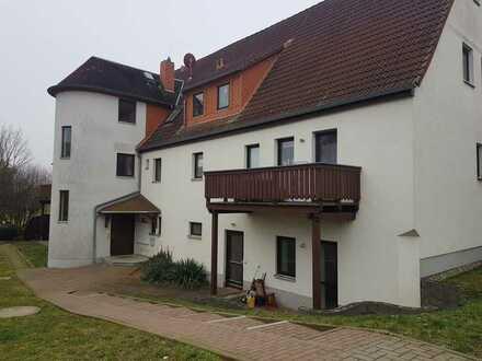 In Naundorf-Salbitz 1 Zimmerwohnung im Erdgeschoss mit Terrasse, Wannenbad und Außenstellplatz