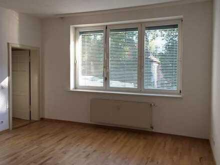 Großes helles Zimmer in Stadtvilla, Nähe FU-Berlin