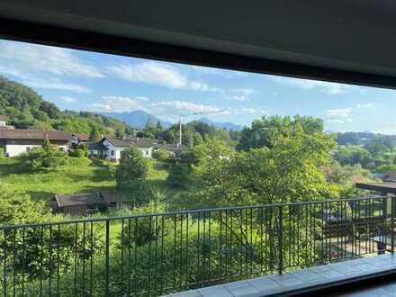 Erstbezug nach Sanierung: Liebevolle 4-Zimmer-Wohnung mit unverbaubarem Bergblick in Vachendorf