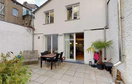 Aachen-Zentrum: Haus in Haus: 3-Zi.-Wohnung im Maisonette-Schnitt mit Terrasse und Einbauküche