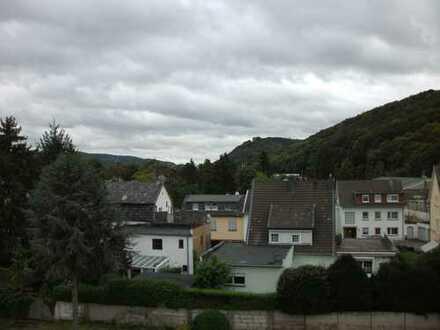 Preiswerte, gepflegte 4-Zimmer-Dachgeschosswohnung mit Balkon in Bad Breisig