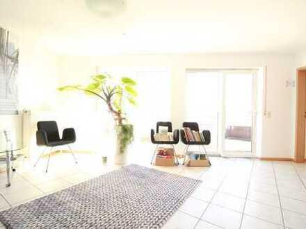 Charmante Räume als Praxis / Büro mit Dachterrasse und EBK