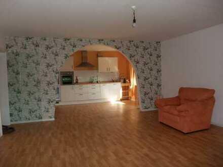 Hier kommen Sie gerne heim: wunderschöne geräumige 3 Zimmer Wohnung wie aus dem Ei gepellt