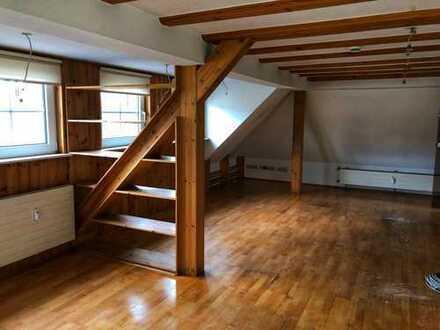 Gepflegte 4-Raum-DG-Wohnung mit Balkon und Einbauküche in Velbert