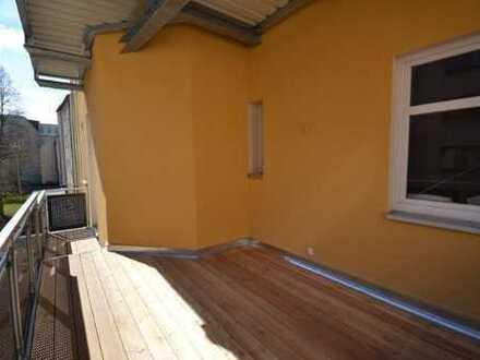 freundliche 3-Raum-Wohnung mit großem Sonnenbalkon - Innenstadt