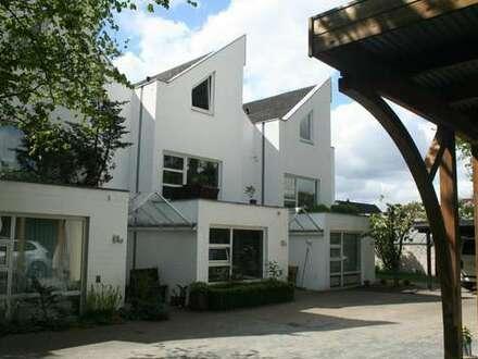 Möbliertes gemütliches Architektenreihenhaus mit pflegeleichten Garten in ruhiger Lage von BS