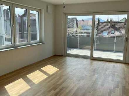 Helle Neubau-Wohnung im 2. OG mit Aufzug, sonniger großer Balkon