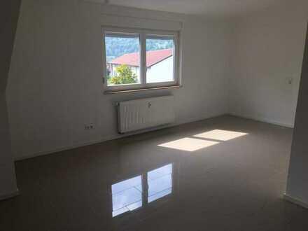 Sanierte Dachgeschosswohnung mit drei Zimmern und EBK in Blaustein - Arnegg