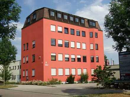 Charmantes Büro im Dachgeschoss mit 53 m² in Augsburg-Lechhausen