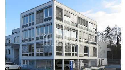 Einzelnstehendes attraktives Büro-/Servicegebäude mit Halle