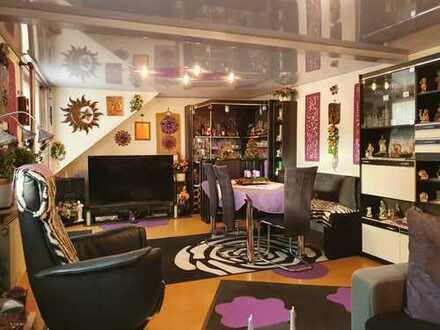 Eindrucksvolle Wohnung mit stilvoller Bar, Terrasse, Balkon und Garage - als Kapitalanlage