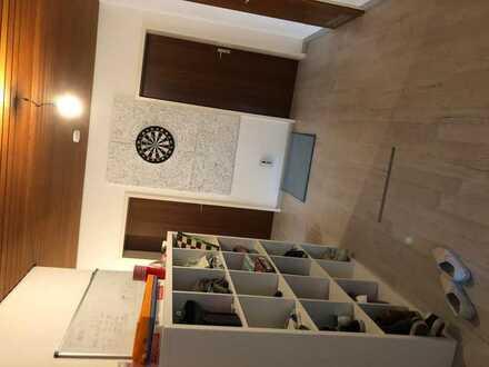 WG-Zimmer zu vermieten. Schöner, großer Balkon. Trinkfreudige und nette Mitbewohner, alles Studenten