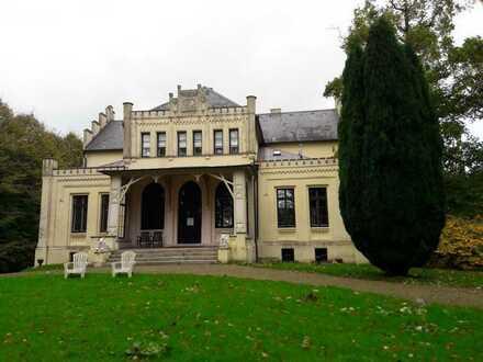 Charmante 2-Zimmer-Wohnung im Rittergut!