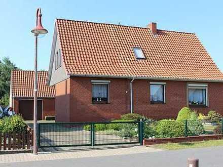 **Familiengerechtes älteres Wohnhaus in ruhiger Wohnstraße**Großes Grundstück**Viel Nutzfläche**