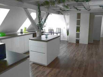 Perfekt für Freiberufler, die Wohnen und Arbeiten in einem besonderen Ambiente suchen!