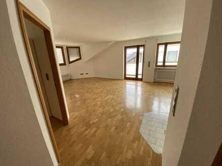 Renovierte 83 qm 3 Zimmer DG-Wohnung sowie Balkon und Einbauküche in Ehrenkirchen
