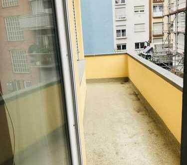 Lichtdurchflutete 1 ZKB-Wohnung mit Balkon in Mannheim-Neckarstadt-Ost