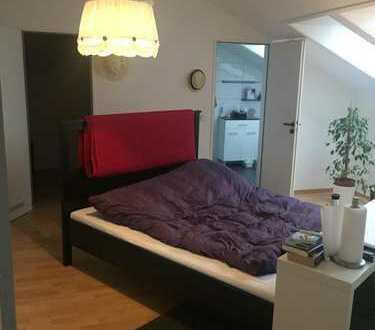 Geräumige erste Etage mit eigenem Bad/WC begehbaren Kleiderschrank und offener Galerie
