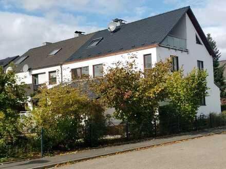 Hochwertig renoviertes Reihenendhaus mit viel Platz in ruhiger Lage(Erlangen-Eltersdorf) - Erstmiete