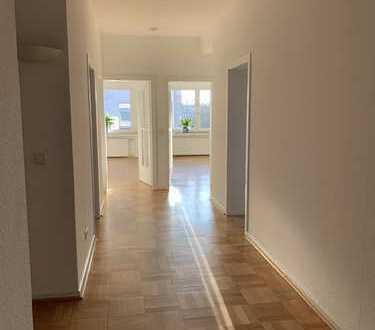 Lichtdurchflutete, große Wohnung im oberen Gerresheim