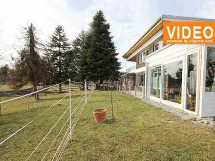 Göggingen-Wellenburg! Exklusive Gartenwohnung in idyllischer Lage mit Wintergärten und Kamin!