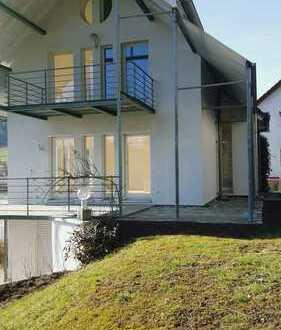 Lichtdurchflutedes, modernes Architektenhaus mit seperater Einliegerwohnung und gepfelgtem Garten