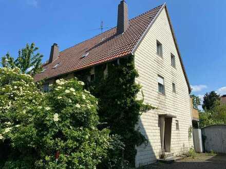 Renovierungsbedürftige Doppelhaushälfte mit Platz für die ganze Familie