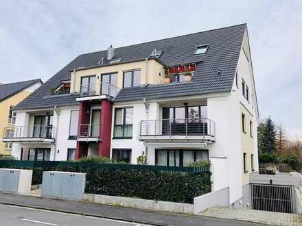 Provisionsfrei! Neuwertige, großzügig aufgeteilte, helle 3-Zimmerwohnung mit zwei Balkonen und EBK