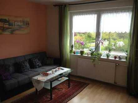 Netter Herr sucht Mitbewohnerin (82 m² Wohnung)