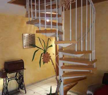 Neuwertige 2-Zimmer-Maisonette Wohnung mit Balkon und Einbauküche in Vaihingen - Ensingen